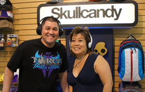Hawaii: IRL – Melissa visits with Kaulana Chang of Razor Concepts (@magiciankaulana @melissa808)