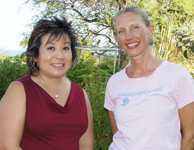 Melissa Chang Visits with Leslie Ashburn to Learn About Her Upcoming Classes (@macrohawaii @melissa808)
